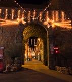 Decorazioni di Natale all'entrata di vecchia città di Castiglion Fiorentino, Arezzo L'Italia Fotografie Stock