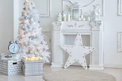 Decorazioni di natale bianco in studio Fotografia Stock