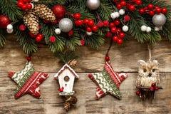 Decorazioni di Natale con gli ornamenti Immagine Stock