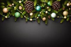 Decorazioni di Natale con i coni Fotografia Stock