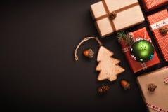 Decorazioni di Natale con l'albero di legno Fotografie Stock