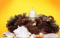 Decorazioni di natale con la candela Fotografia Stock