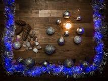 Decorazioni di Natale con le pietre e la luce magica fotografia stock libera da diritti