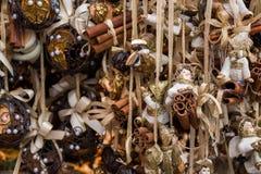 Decorazioni di Natale con le strisce dorate Fotografia Stock
