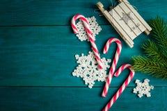Decorazioni di Natale e rami dell'abete rosso Fotografia Stock Libera da Diritti