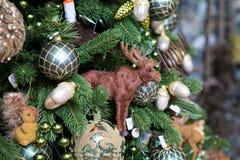 Decorazioni di Natale e un'alce del giocattolo Immagini Stock Libere da Diritti
