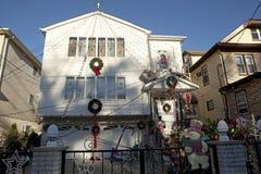 Decorazioni di Natale fuori di una casa, Jersey Fotografia Stock