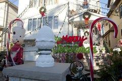 Decorazioni di Natale fuori di una casa, Jersey Fotografia Stock Libera da Diritti