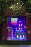 Decorazioni di Natale nella finestra del negozio di un Galeries parigino Fotografie Stock Libere da Diritti
