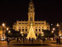 Decorazioni di Natale nella plaza di Oporto, Portogallo fotografie stock libere da diritti