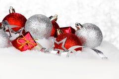Decorazioni di natale in neve Fotografie Stock