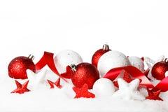 Decorazioni di natale in neve Fotografie Stock Libere da Diritti