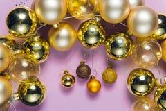 Decorazioni di Natale, ornamenti di vetro del nuovo anno fotografia stock libera da diritti