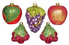 5 decorazioni di Natale sotto forma di frutta su un backgrou bianco Immagine Stock Libera da Diritti