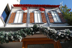 Decorazioni di Natale su costruzione Fotografie Stock Libere da Diritti