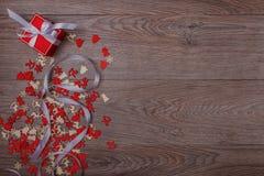 Decorazioni di Natale su fondo di legno con lo spazio della copia per testo Fotografia Stock Libera da Diritti