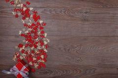 Decorazioni di Natale su fondo di legno con lo spazio della copia per testo Fotografie Stock Libere da Diritti