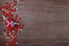 Decorazioni di Natale su fondo di legno con lo spazio della copia per testo Immagine Stock Libera da Diritti
