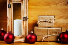 Decorazioni di Natale su una tabella di legno Fotografie Stock