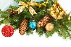 Decorazioni di Natale sul confine dell'albero di abete Fotografia Stock Libera da Diritti
