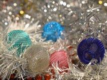 Decorazioni di Natale sul fondo del bokeh Immagine Stock