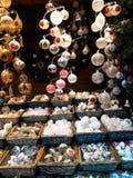 Decorazioni di Natale sul mercato Fotografie Stock