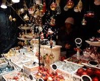 Decorazioni di Natale sul mercato Fotografia Stock Libera da Diritti