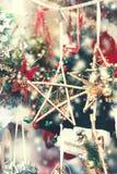 Decorazioni di Natale sul mercato Scheda festiva Annata Ch Fotografia Stock