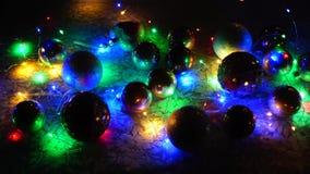 Decorazioni di Natale sulla tavola stock footage