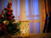 Decorazioni di Natale sulla tavola Fotografie Stock Libere da Diritti