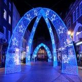 Decorazioni di Natale sulla via del sud di Molton, strada dei negozi pedonale a Londra Regno Unito immagini stock