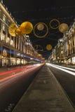 Decorazioni di Natale in via del reggente Londra Fotografie Stock Libere da Diritti