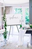 Decorazioni di nozze con i fiori e macarons nello stile di Boho Immagini Stock