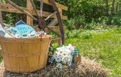 Decorazioni di nozze del paese in un cortile posteriore Fotografie Stock Libere da Diritti