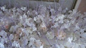 Decorazioni di nozze Disposizioni dei fiori dei fiori freschi e secchi stock footage