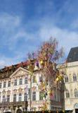 Decorazioni di Pasqua al centro urbano Praga fotografia stock