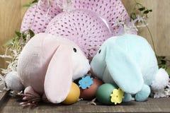 Decorazioni di Pasqua per la decorazione domestica per la festa della primavera Fotografie Stock Libere da Diritti