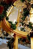 Decorazioni dorate magnifiche di Natale che brillano Fotografie Stock Libere da Diritti