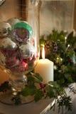 Decorazioni e candela di festa Fotografie Stock