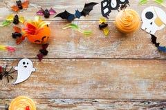Decorazioni ed ossequi della carta del partito di Halloween Fotografie Stock