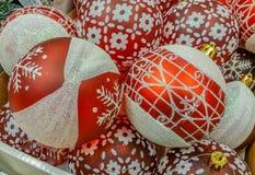 Decorazioni fatte a mano al mercato per il mese di Natale Fotografie Stock Libere da Diritti