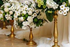 Decorazioni floreali alle nozze fotografia stock libera da diritti