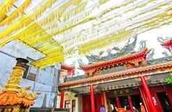 Decorazioni gialle withbeautiful del tempio cinese a Kaohsiung, Taiwan Immagini Stock Libere da Diritti