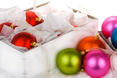 Decorazioni inscatolate della bagattella di Natale fotografie stock