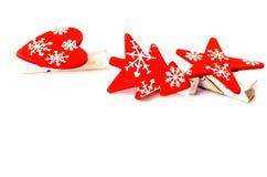 Decorazioni rosse di Natale, isolate su un fondo bianco immagini stock