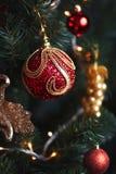 Decorazioni rosse e gialle dell'albero di Natale Fotografie Stock Libere da Diritti