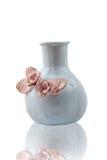 Decoretad cerâmico do vaso com as flores, isoladas imagens de stock royalty free