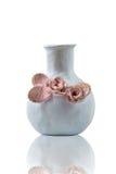 Decoretad ceramico del vaso con i fiori, isolati Immagine Stock