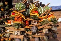 Decoretions coloridos do Xmas com os frutos secos a pendurar Fotos de Stock Royalty Free