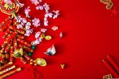 Decori il nuovo anno cinese 2019 su un fondo rosso (caratteri cinesi Fu nell'articolo riferisca alla buona fortuna, la ricchezza, fotografia stock libera da diritti